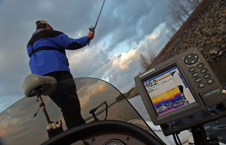 Best Fish Finders Reviews & Buying Guide 2021